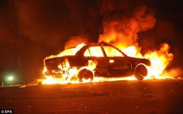 car fire article-1343247-0C9DE652000005DC-962_634x398